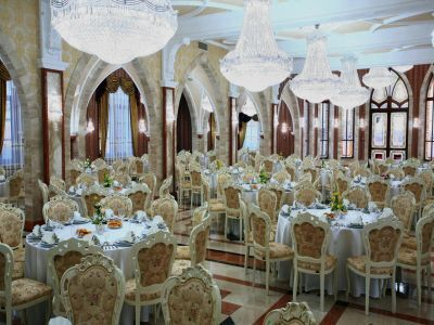 Restaurant of Hotel Borostyan offering full board for hotel guests