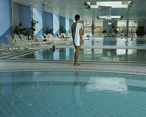 Danubius health spa resort ad budapest hotels apartments - Margaret island budapest swimming pool ...